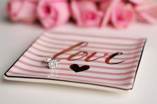 Srebrny pierścionek idealnym prezentem