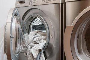 Kto powinien zając się naprawą pralek?